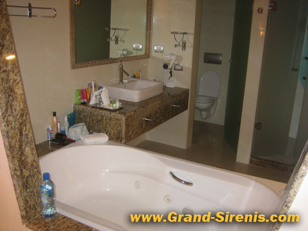 grand sirenis bathroom